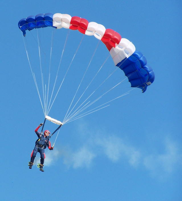 parachute-display-1314885-639x703